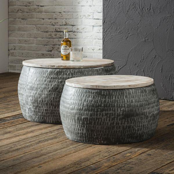 Salontafelset bestaande uit 2 ronde stalen tafels van Ø50cm en Ø60cm met gepatineerd massief mango b